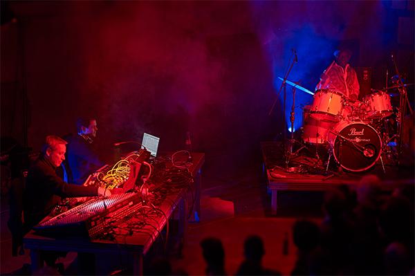 Moritz von Oswald Trio & Tony Allen (Foto: Marco Microbi)