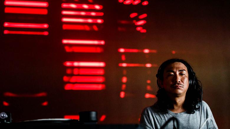 Spielte dynamischer, als er hier vielleicht dreinschaut: DJ Nobu (Foto: Bart Heemskerk)
