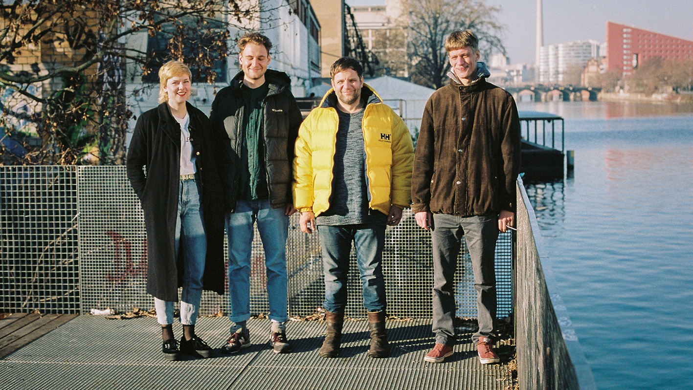 Die Groove Redaktion: Laura Aha, Maximilian Fritz, Alexis Waltz und Raoul Kranz (Foto: Sascha Uhlig)