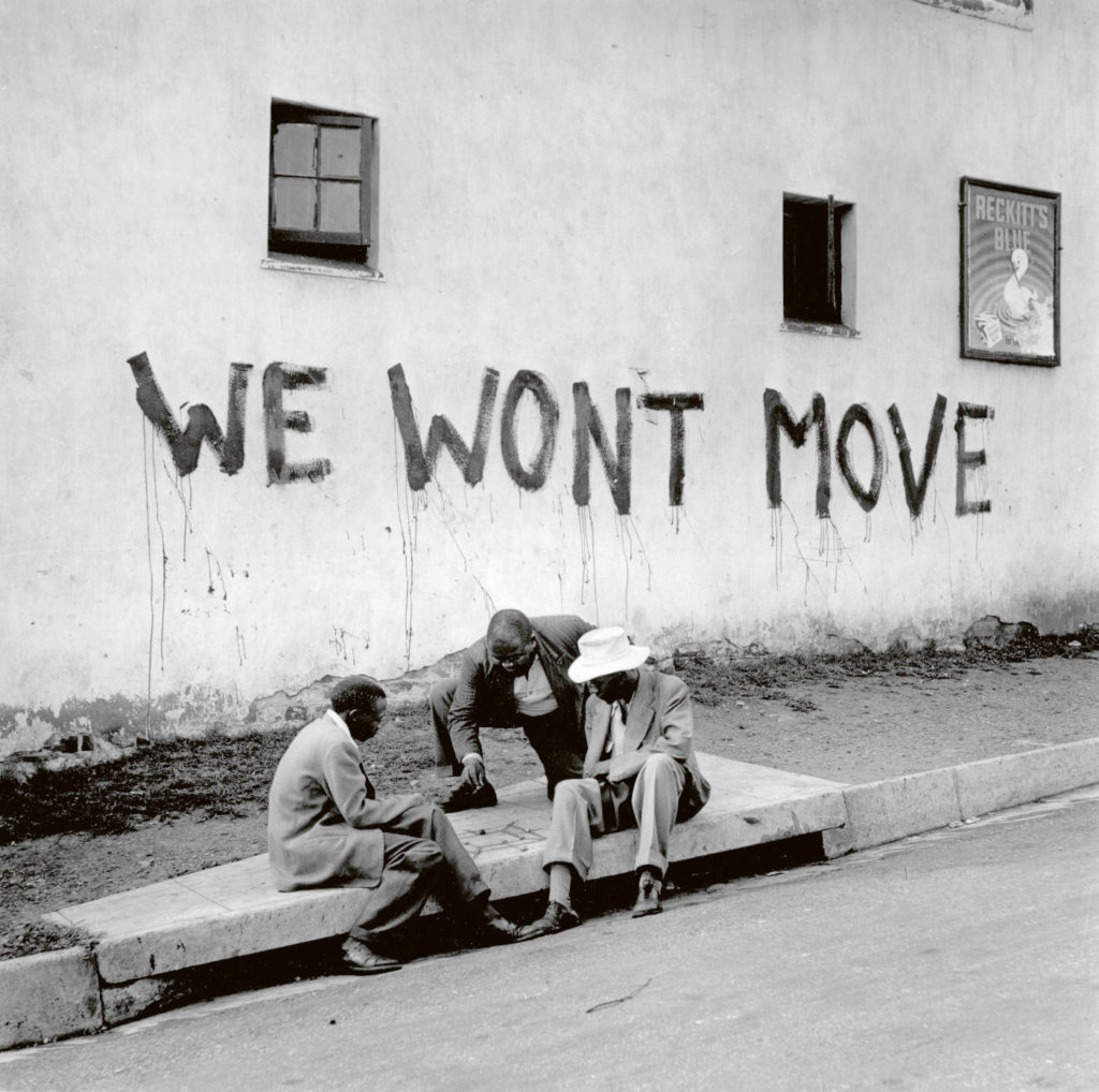 Graffiti in Sophiatown Johannesburg 1955 by Jürgen Schadeberg.jpg